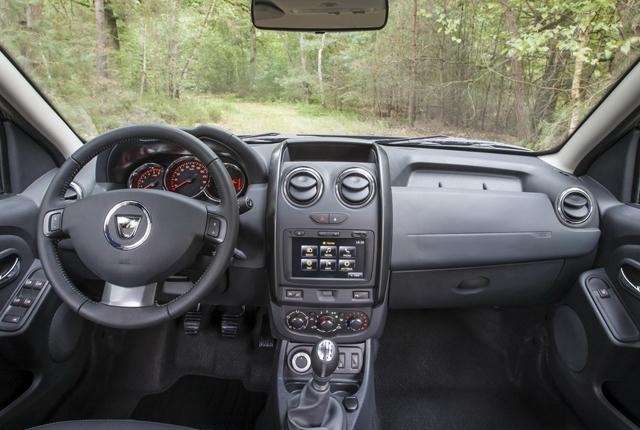 Dacia duster 2014 aumentano le dotazioni ma non i prezzi for Duster interni