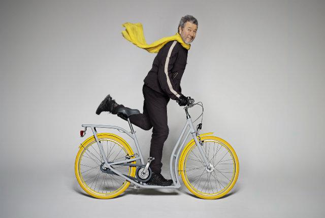 La bici-monopattino urbana firmata da Philippe Starck