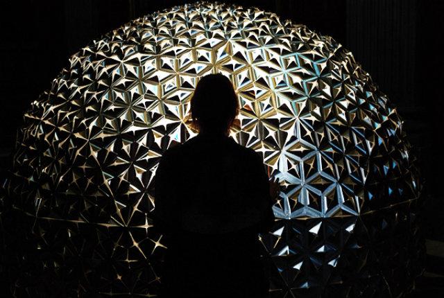Lotus Dome, la cupola di fiori sensibili