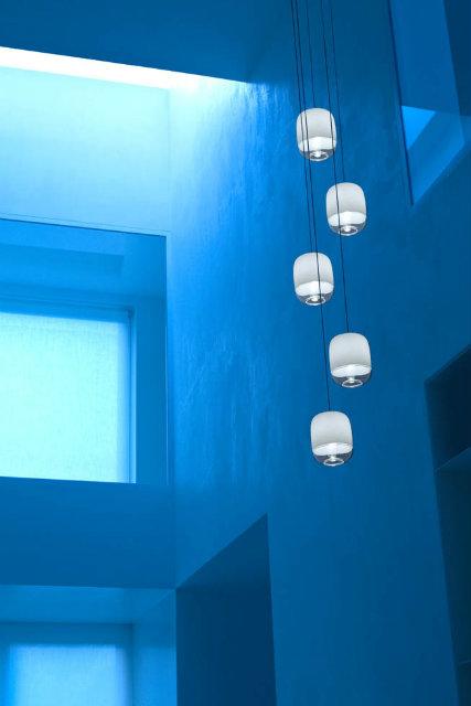 Come una scia di piccole lanterne, Gong accoglie e moltiplica la luce
