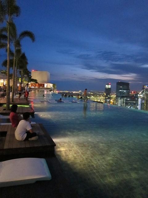 Le piscine pi stravaganti del mondo - Albergo a singapore con piscina sul tetto ...