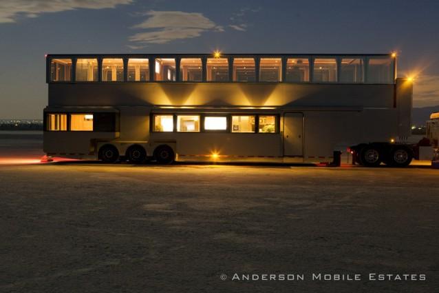 Il caravan di will smith due piani da 2 5milioni di for Piani di lusso per la casa