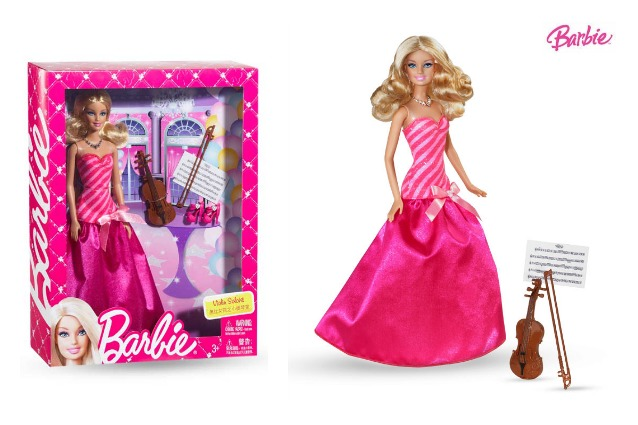 Una Barbie più brava che bella: in Cina arriva Barbie concertista