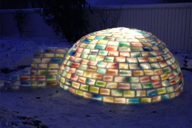 Rainbow Igloo: come costruire un igloo con 500 cartoni di latte