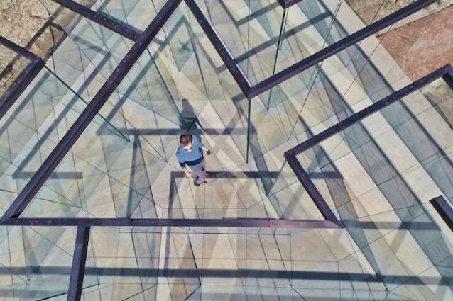 Un Labirinto di Vetro: l'esperienza che disorienta