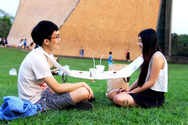 Napkin Table, il tavolo portatile per mangiare ovunque e in compagnia