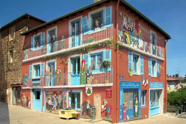 Street art iperrealista: quando le facciate dei palazzi prendono vita