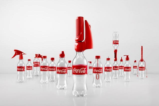 Coca Cola inventa 16 tappi geniali per riutilizzare la plastica