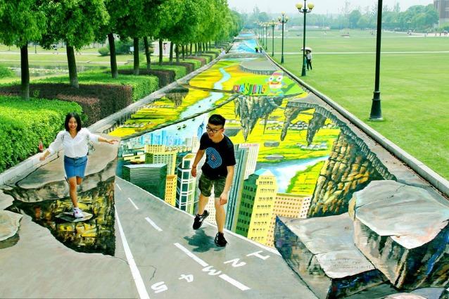 Il più grande e più lungo dipinto da strada 3D si trova in Cina