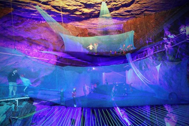 Galles, in un'enorme caverna il trampolino sotterraneo più incredibile al mondo