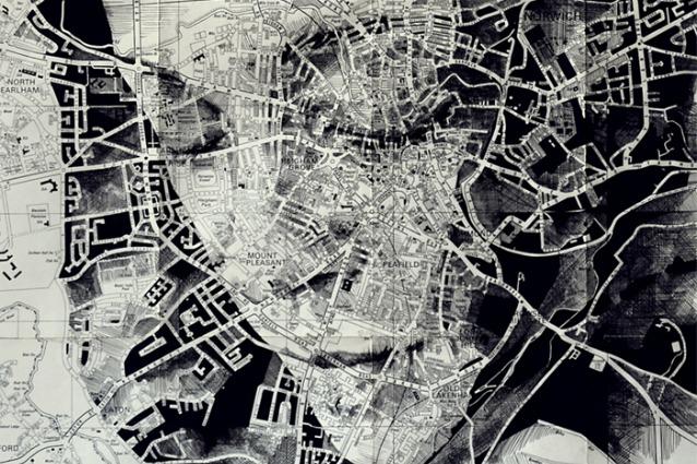 Mappe che sembrano volti: l'arte di Ed Fairburn