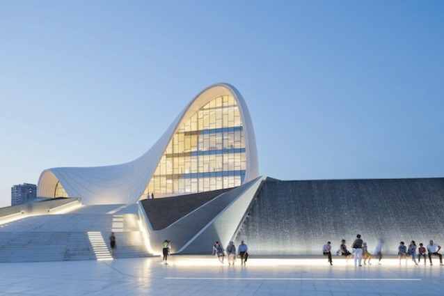 Zaha Hadid vince il Designs of the Year 2014 per l'Heydar Aliyev Center