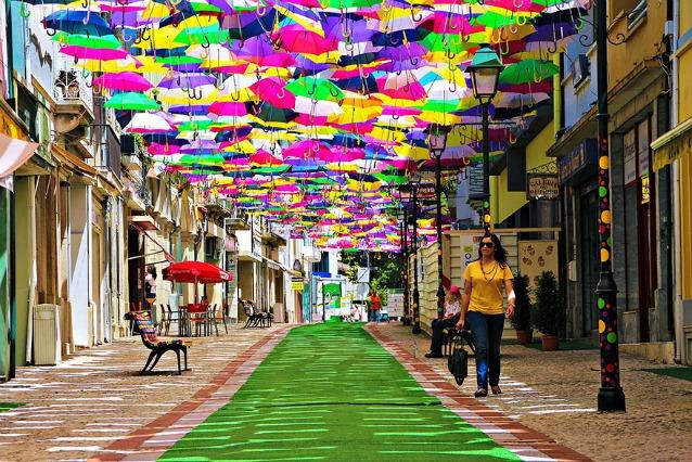 Águeda, la città degli ombrelli fluttuanti