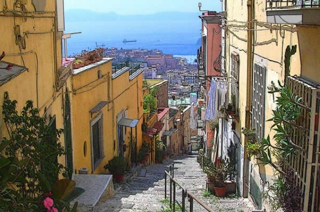 Le 10 scale più belle di Napoli