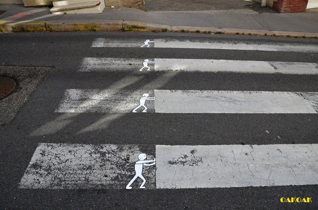 La street art di OaKoAk: umoristici interventi urbani per le strade di Francia