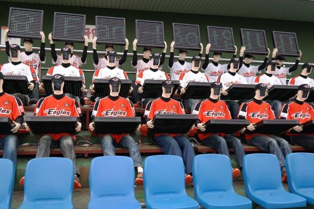 Corea, i tifosi robot riempiono gli stadi vuoti