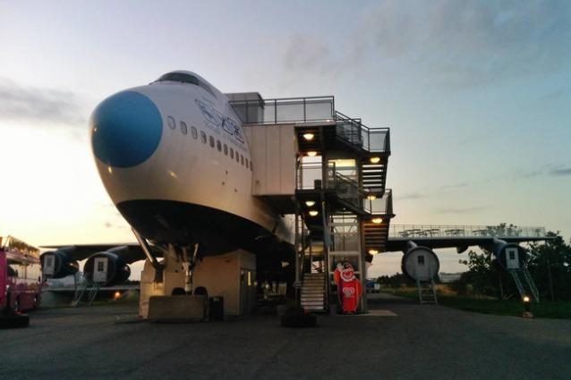 Jumbo Hostel, il primo ostello al mondo a bordo di un Boeing 747