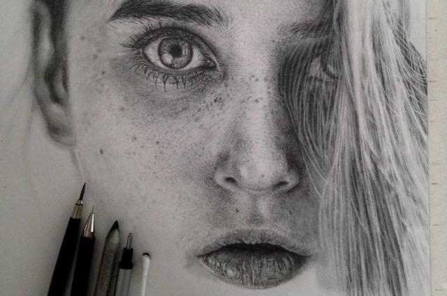 Ritratti iperrealistici: l'arte della matita di Monica Lee