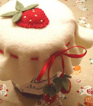 A Natale regala marmellate fatte in casa con decorazioni in pannolenci
