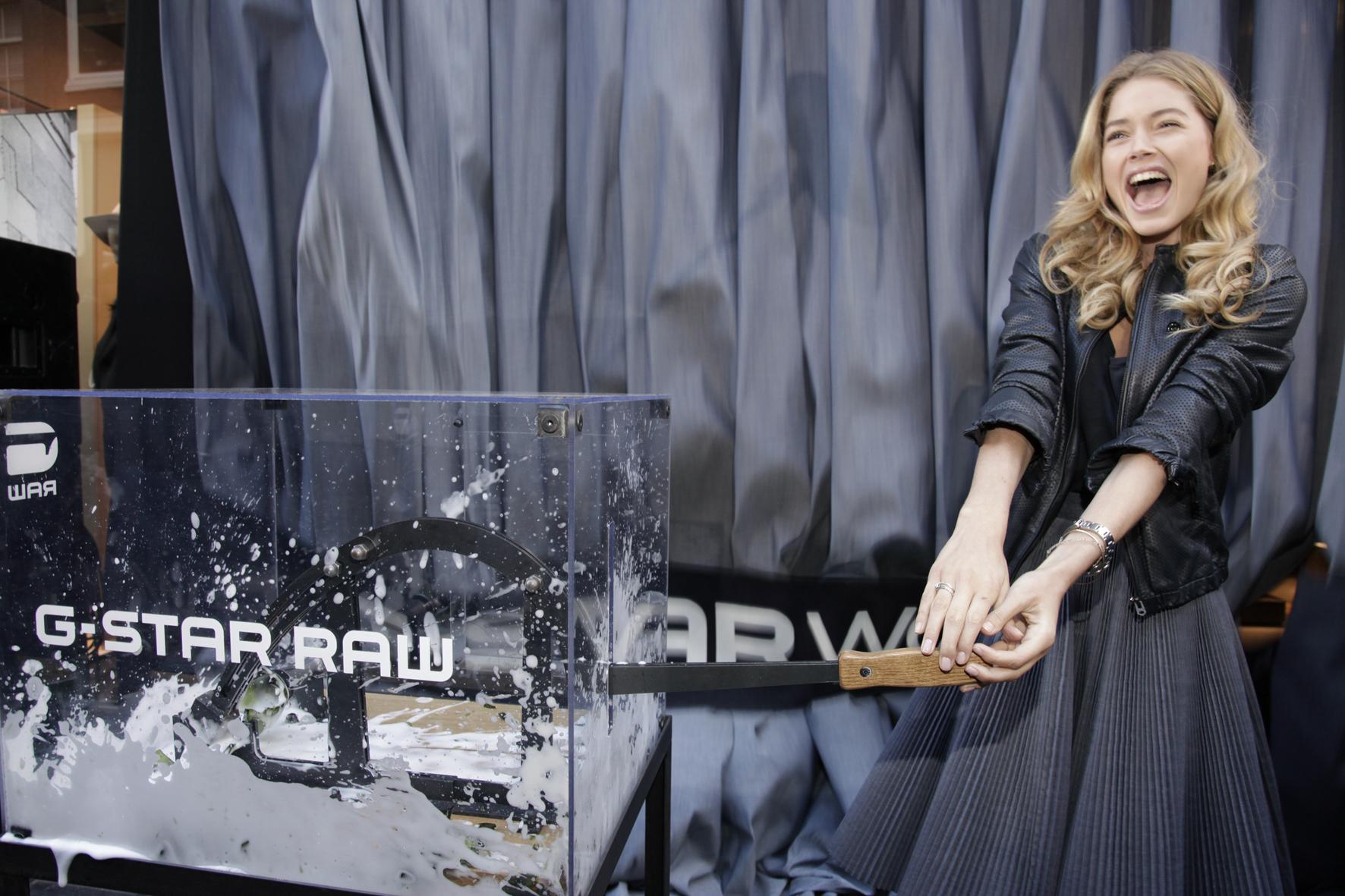 Doutzen Kroes inaugura il primo store monomarca G-Star Women