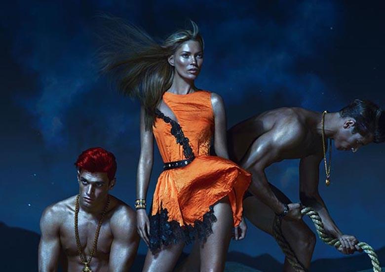 Kate Moss in versione hot per la nuova campagna P/E 2013 di Versace