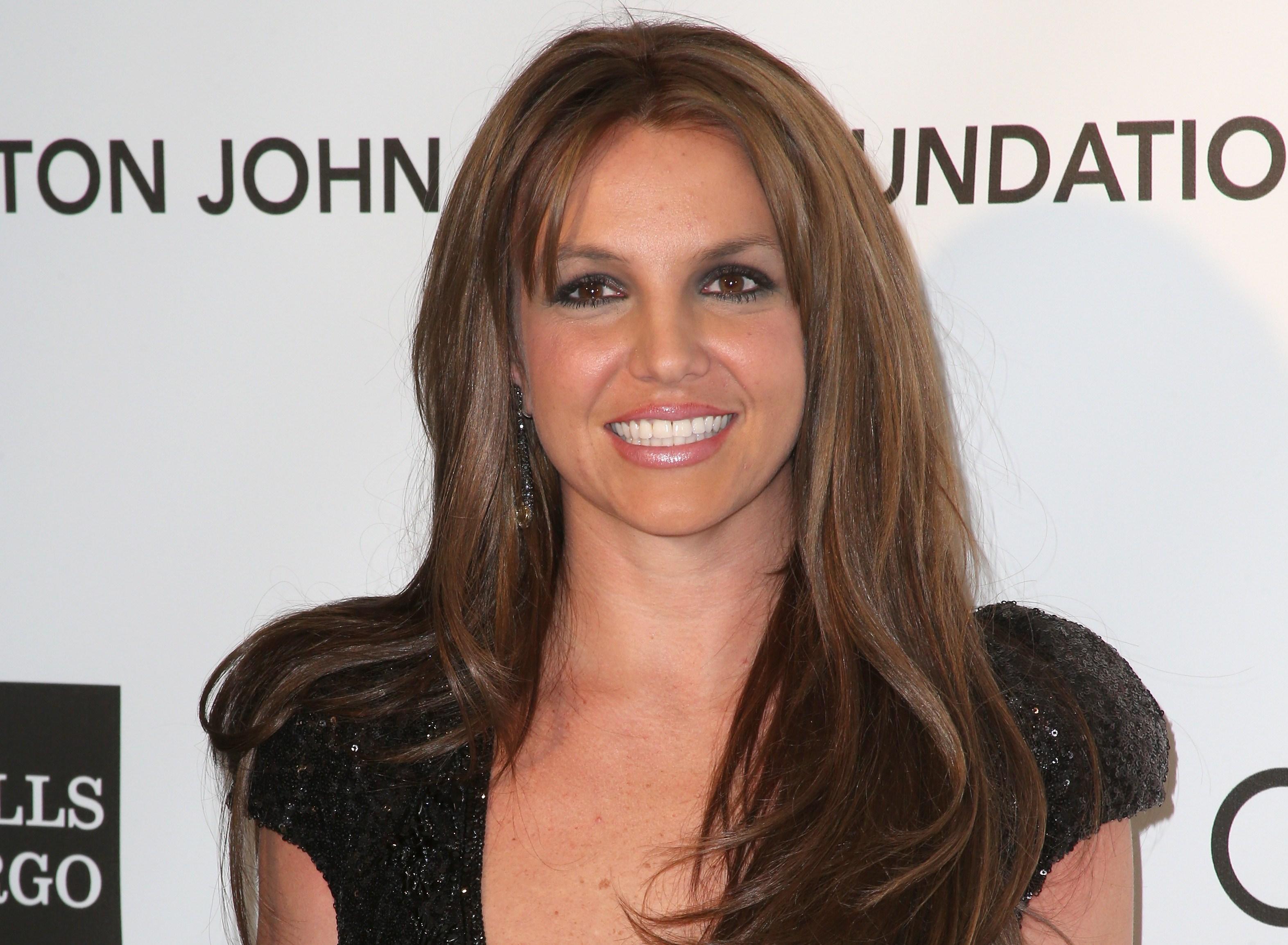 Britney Spears cambia hairstyle dopo 15 anni e diventa mora