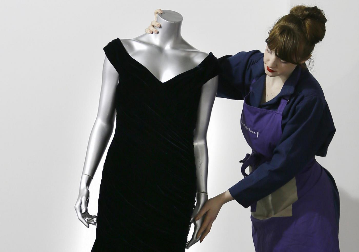 Lady Diana, in anteprima gli abiti che saranno battuti all'asta (FOTO)