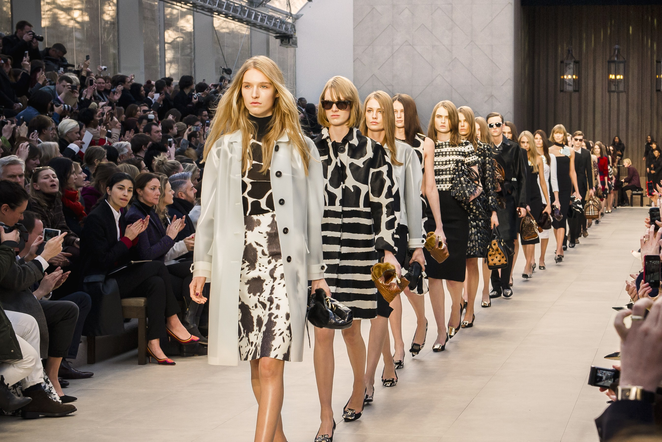 London Fashion Week 2013: Burberry Prorsum, cuori e animalier per l'inverno
