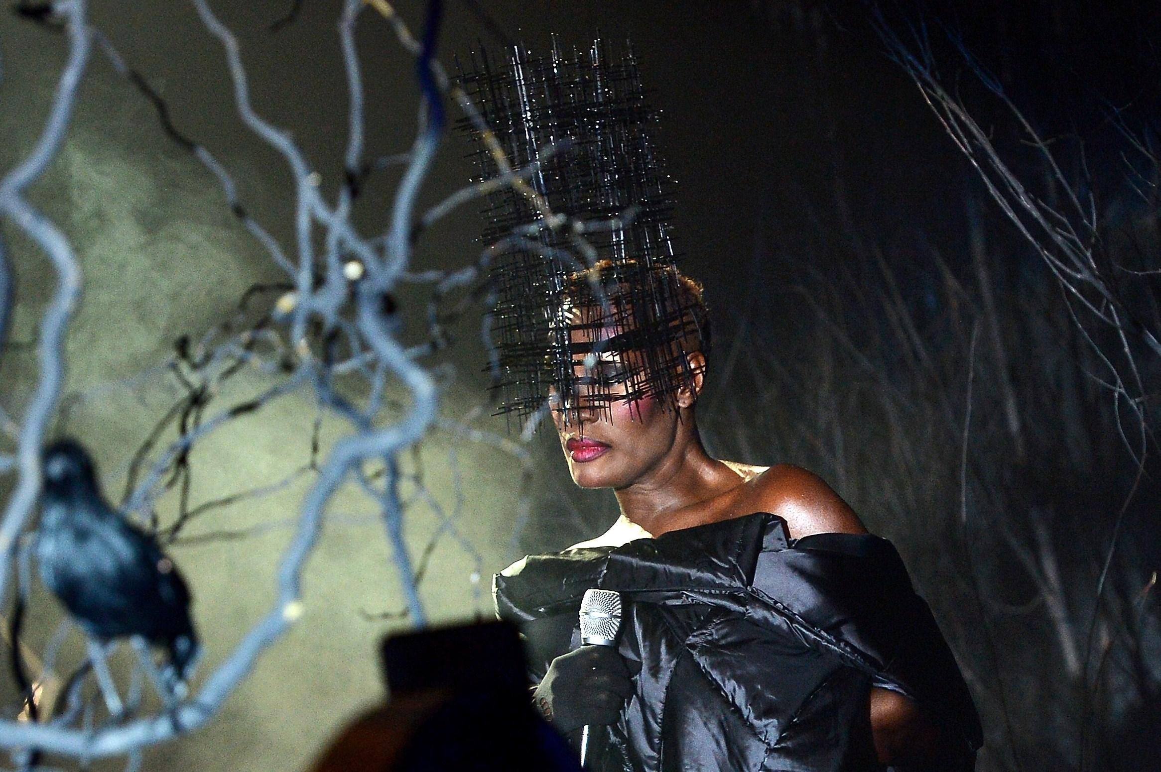 Philipp Plein sfilata Autunno/Inverno 2013-14: la donna dark in una foresta incantata