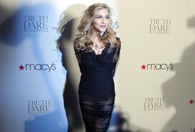 Gli abiti iconici di Madonna in mostra da Macy's per il lancio della nuova collezione