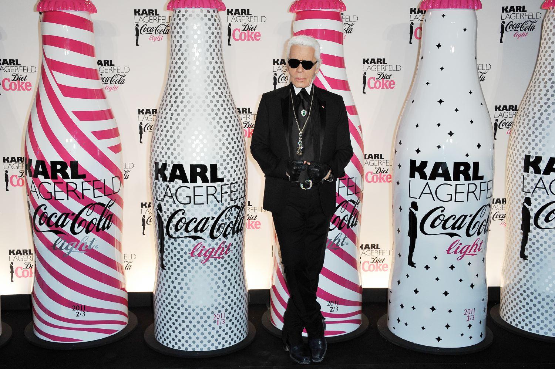 Karl Lagerfeld vuole produrre una sua linea di preservativi e carta igienica