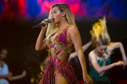 Sexy Beyoncé, sul palco con abiti hot (FOTO)