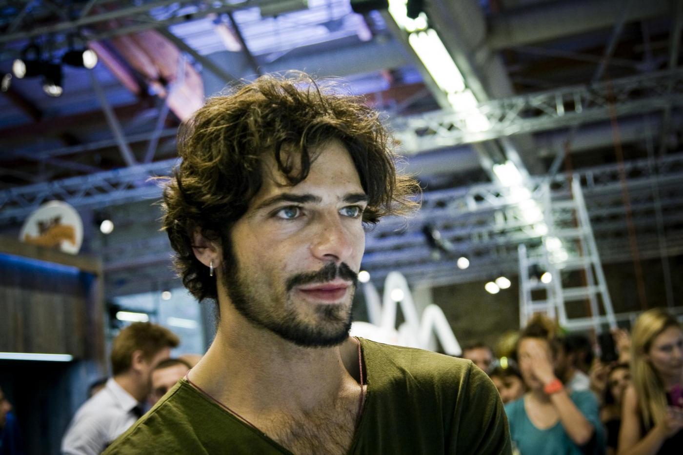 Marco Bocci, lontano da Emma al Pitti Uomo (FOTO)