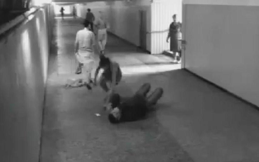 Ragazza stende il ladro in poche mosse (VIDEO)