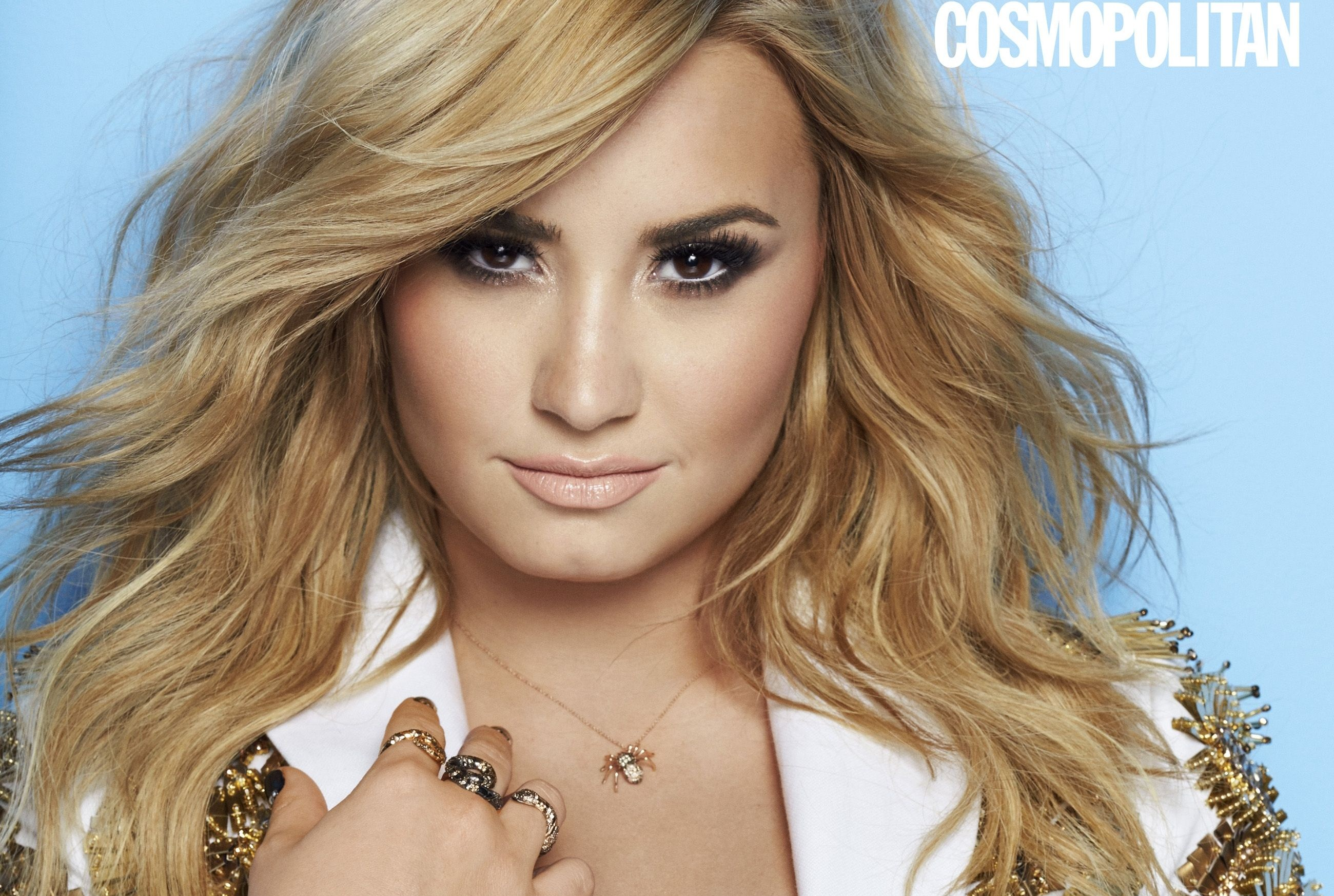 Demi Lovato su Cosmopolitan per combattere la bulimia