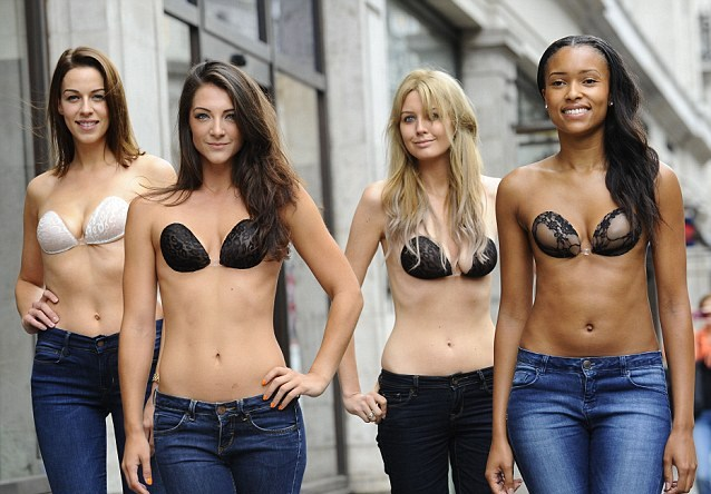 InvisiBra: topless in strada per promuovere un reggiseno invisibile (VIDEO)