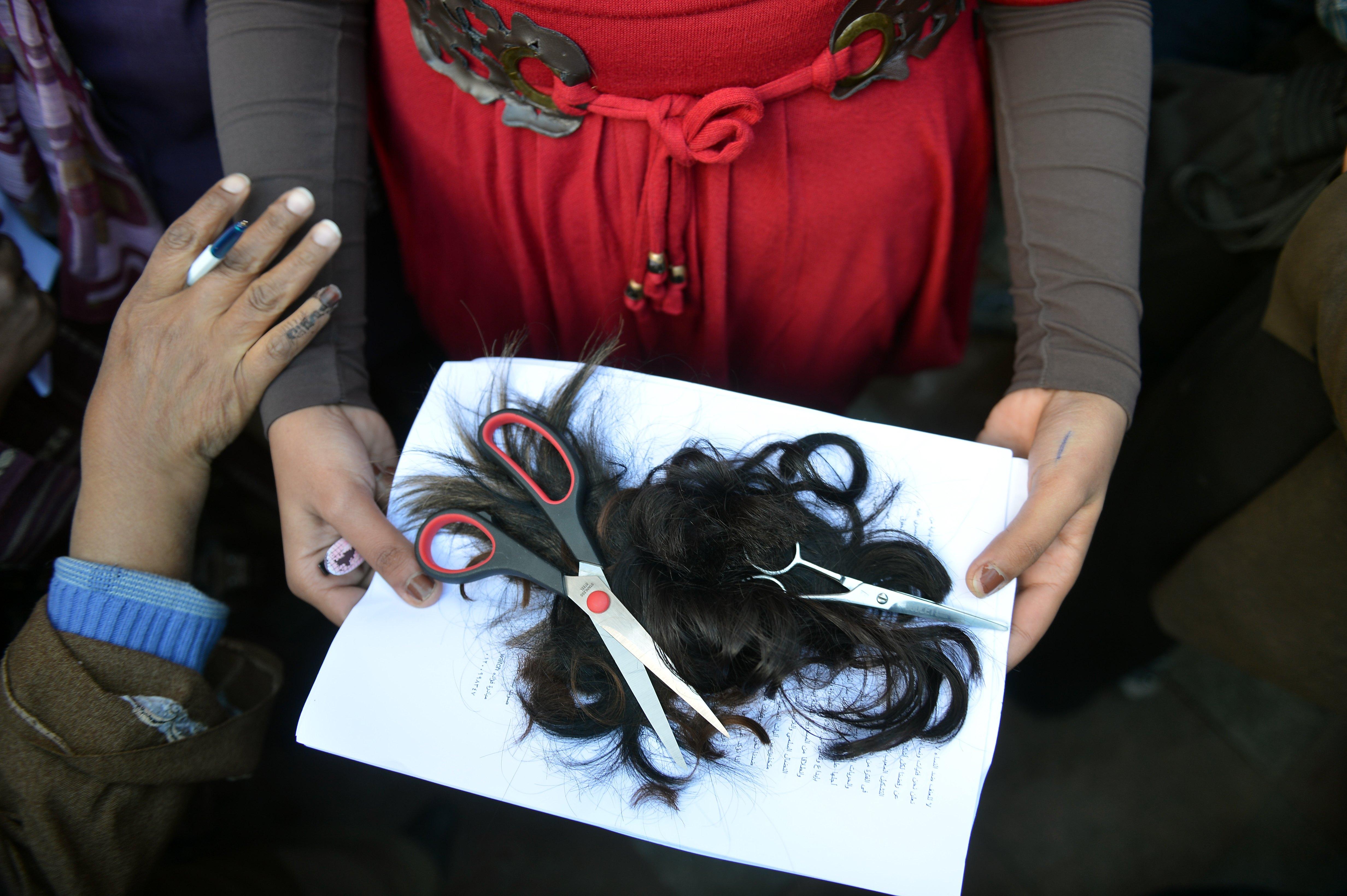Venezuela: ladri tagliano capelli alle donne per rivenderli ai parrucchieri