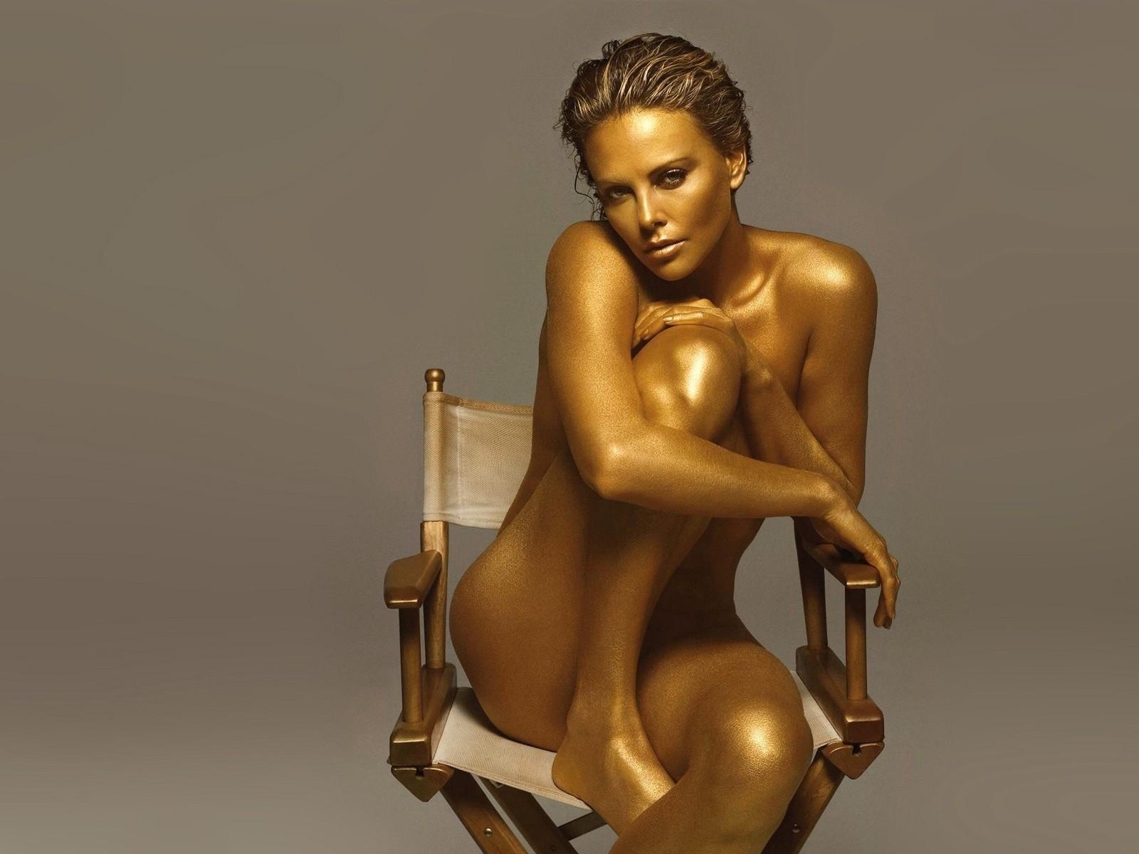 """Body painting da star: le donne dal corpo """"dipinto"""" (FOTO)"""