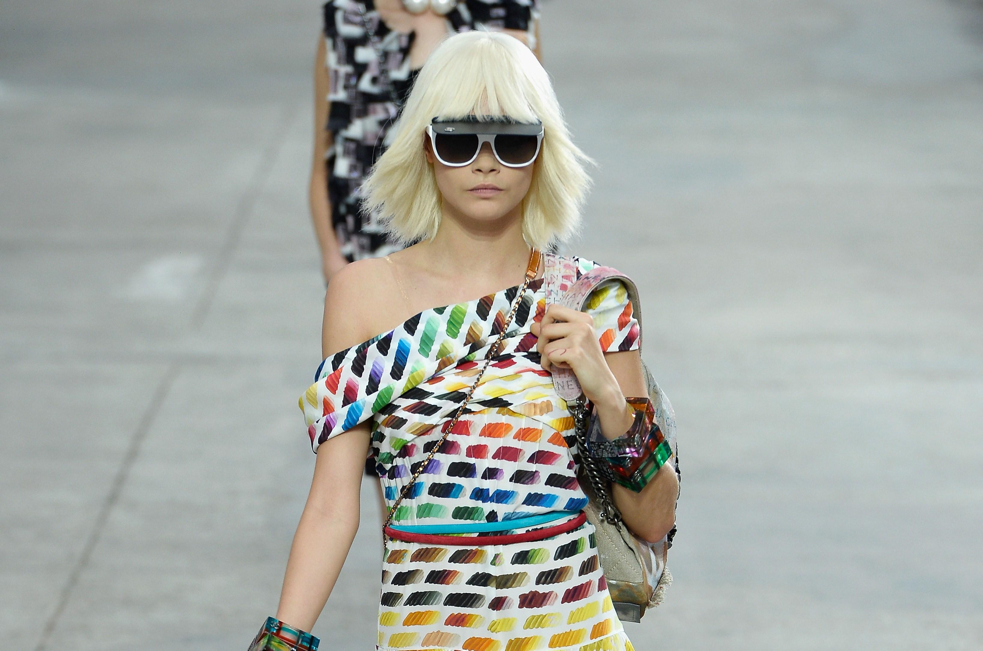 Chanel sfilata P/E 2014: la galleria d'arte di Karl Lagerfeld