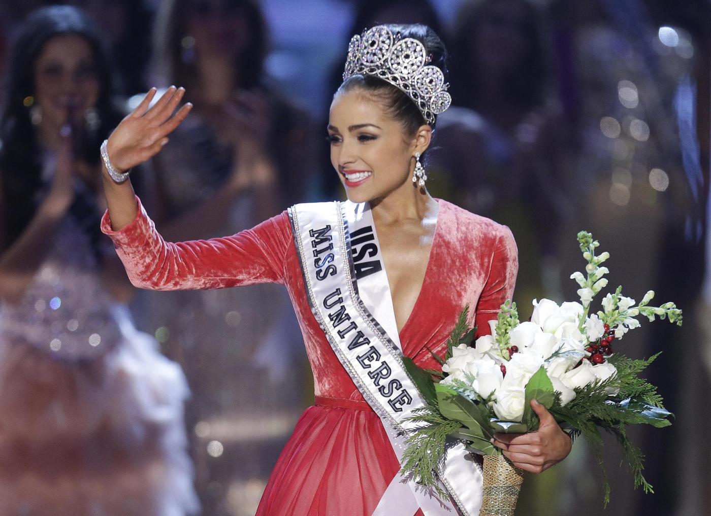 Miss Universo rischia il carcere per un servizio fotografico (VIDEO)
