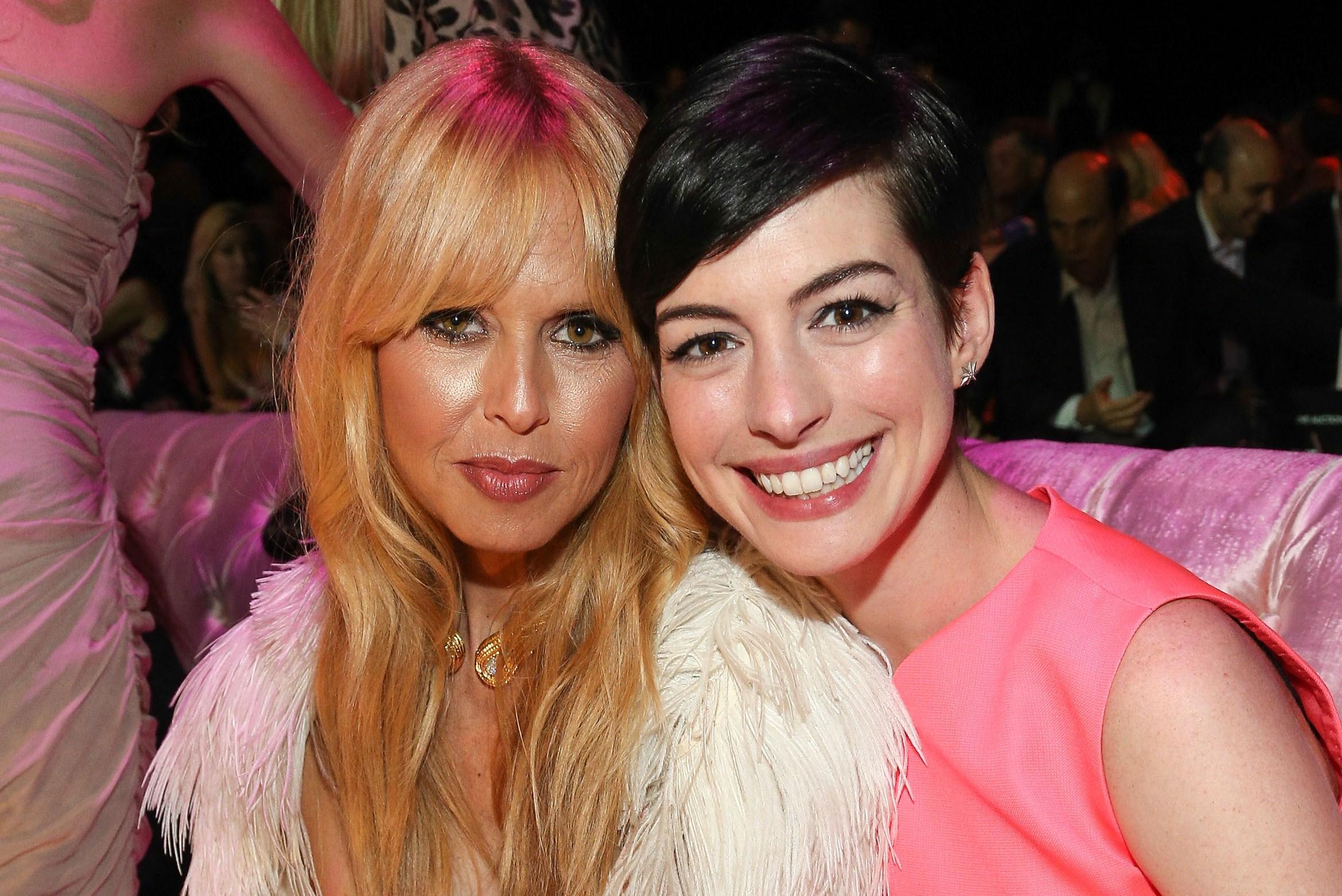Pink party: tutte in rosa per la ricerca contro il cancro al seno (VIDEO)