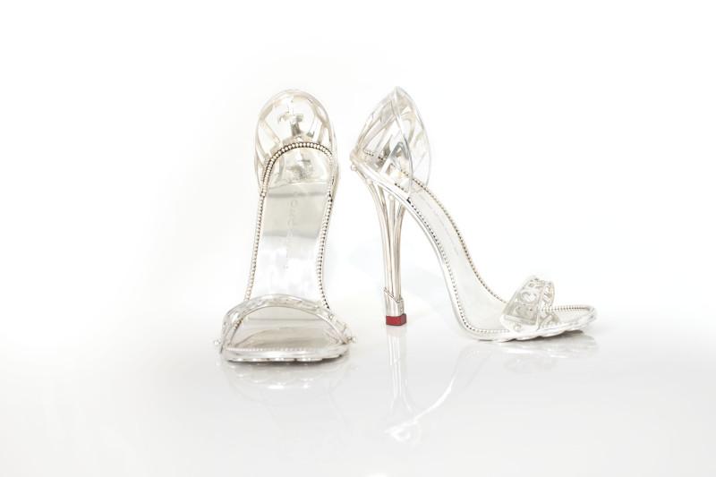 Le scarpe di Cleopatra in platino e diamanti da 83mila euro (FOTO)