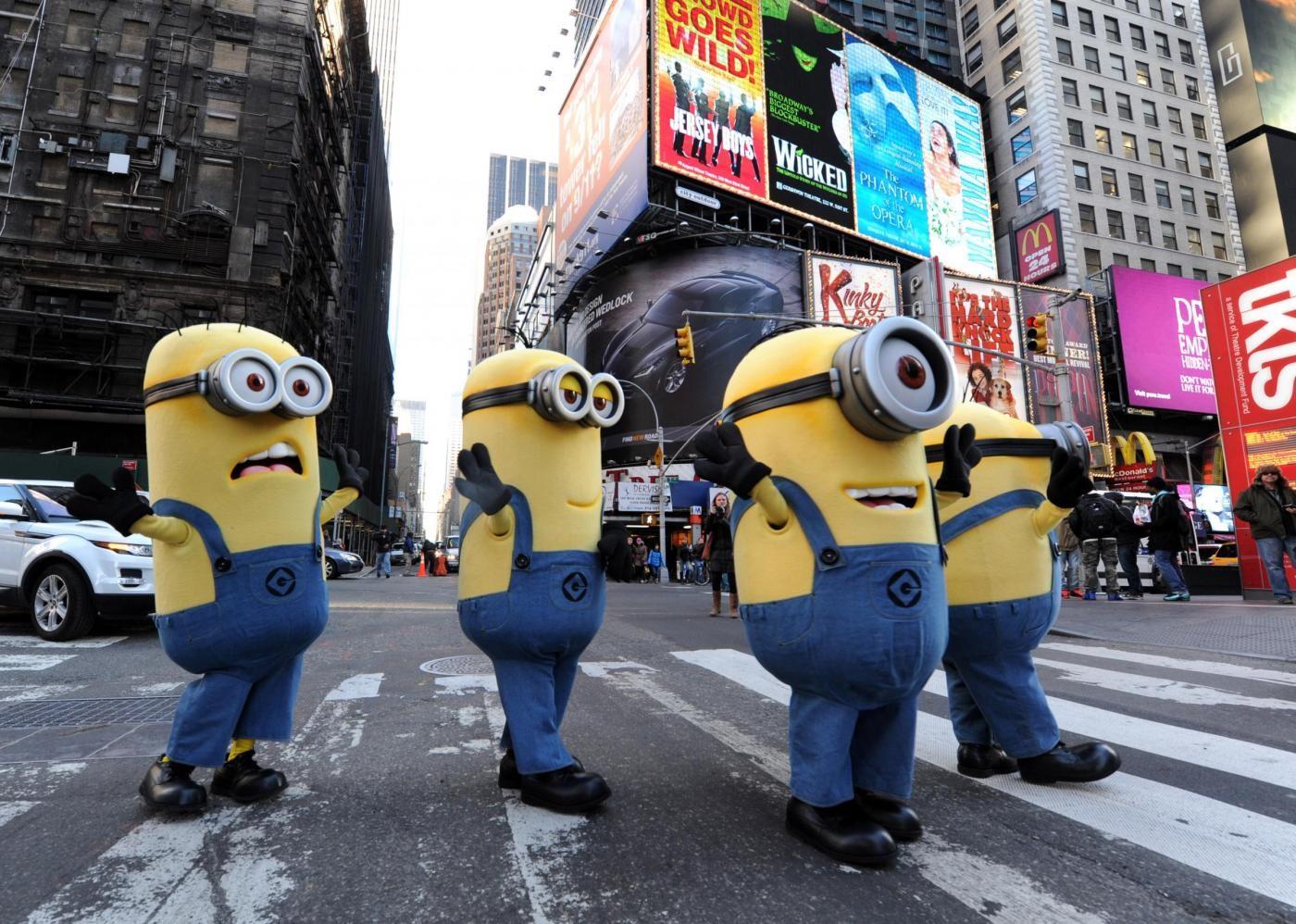 """I Minions di """"Cattivissimo Me"""" invadono Manhattan (FOTO)"""