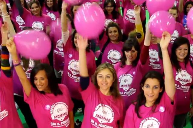 Mamme con il pancione, evento record a Napoli (VIDEO)