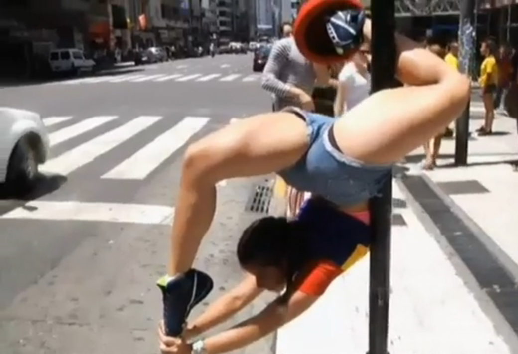 Miss Pole Dance: per le strade di Buenos Aires le selezioni del concorso (VIDEO)