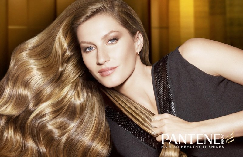 """Gisele Bundchen: """"donate i capelli per aiutare i malati di cancro"""""""