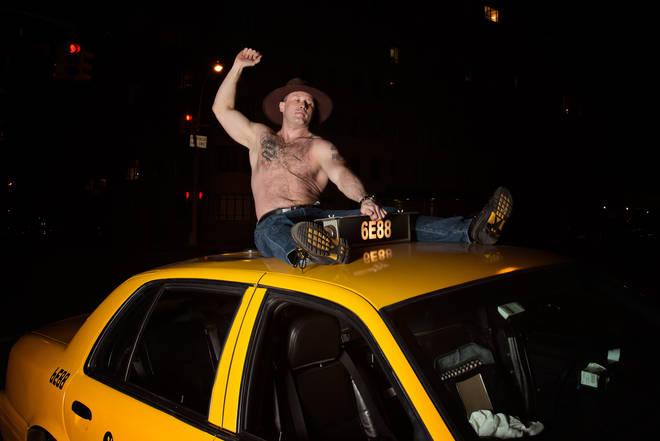 Solo uomini con la pancetta per il calendario dei taxisti di New York (FOTO)