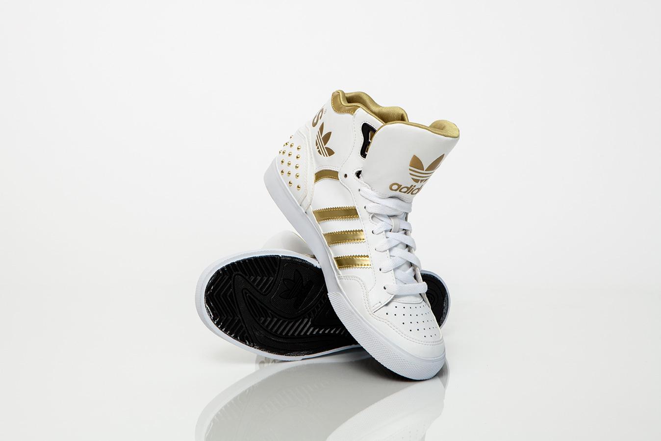 Adidas Gold Collection, le sneaker con dettagli dorati e tocco glamour