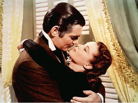 Un bacio appassionato combatte le carie, i dolori mestruali e tonifica la pelle