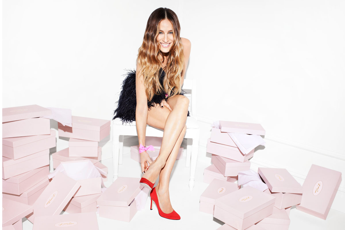 Carrie's shoes: la prima collezione di scarpe firmata Sarah Jessica Parker (VIDEO)
